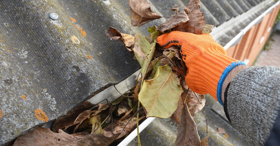 Good Better Amp Best Way To Clean Gutters